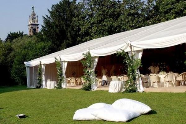 Gazebo Per Matrimonio In Giardino : Noleggio gazebo tensostrutture e tendostrutture